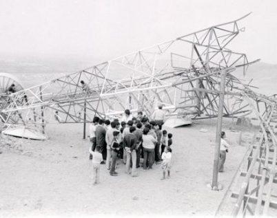 LIMA, 9 DE OCTUBRE DE 1981  TORRE DE ENTEL PERU, EN LA LOCALIDAD DE HUACHO, DINAMITADA POR PRESUNTOS MIEMBROS DE SENDERO LUMINOSO.   FOTO: CARLOS DEL ROSARIO / EL COMERCIO